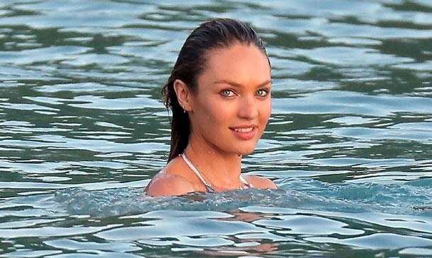 Candice Swanepoel, de ángel a sirena en el Caribe