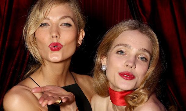 ¡Pasen y vean! Karlie Kloss y Natalia Vodianova 'montan' una feria solidaria en Londres