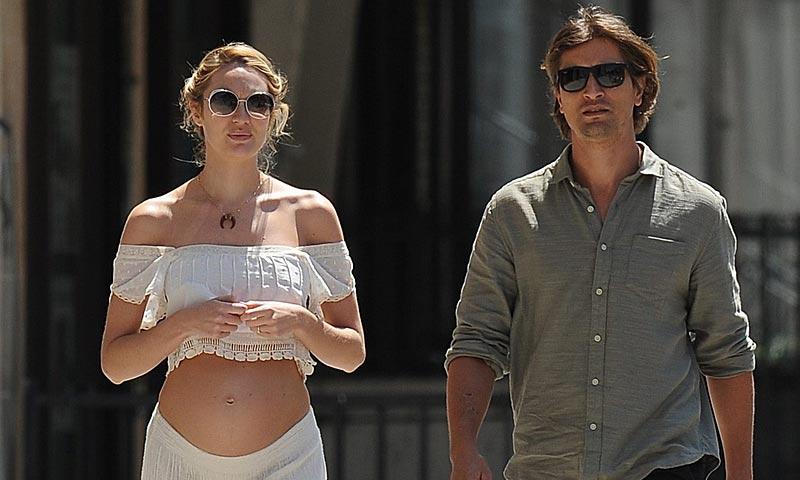 Candice Swanepoel desnuda su embarazo por las calles de Nueva York
