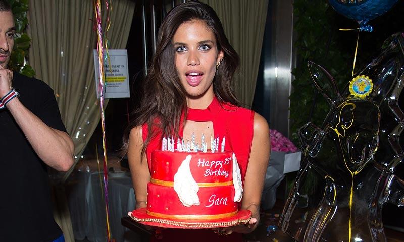 ¿Qué deseo ha pedido Sara Sampaio al soplar las velas? ¡Feliz 25º cumpleaños!