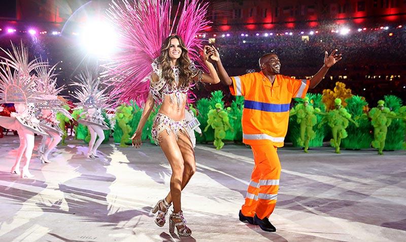 Izabel Goulart se 'marca' un Victoria's Secret en la clausura de los Juegos Olímpicos de Río