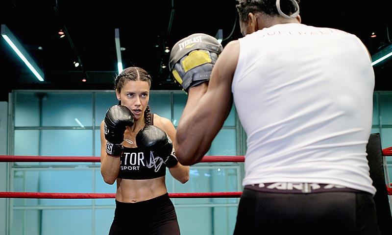 Adriana Lima y Bella Hadid o cómo conseguir un cuerpo '10' a cualquier edad