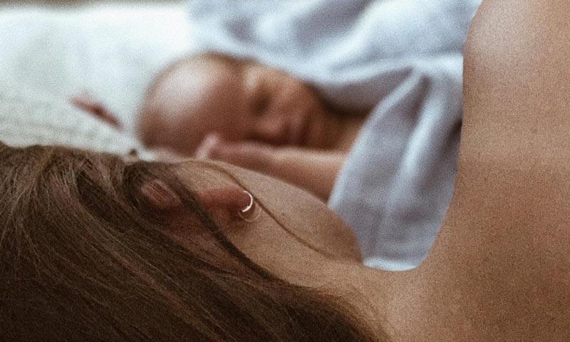 Stormi Bree y Lucky Blue Smith presumen de bebé en su primer álbum familiar de fotos
