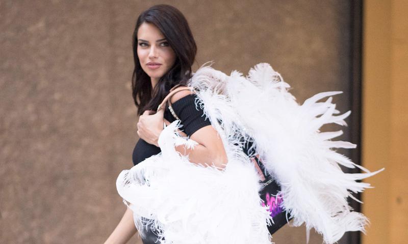 Adriana Lima pone fecha a su retirada de Victoria's Secret
