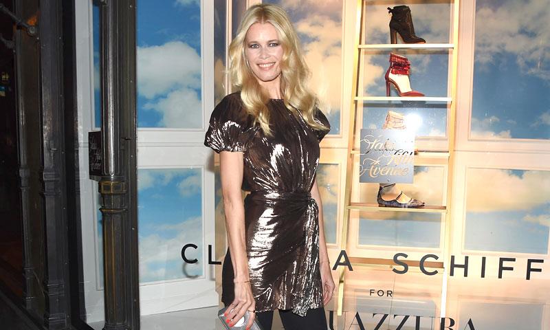 ¿Hace cuánto tiempo que Claudia Schiffer no enseña sus piernas?