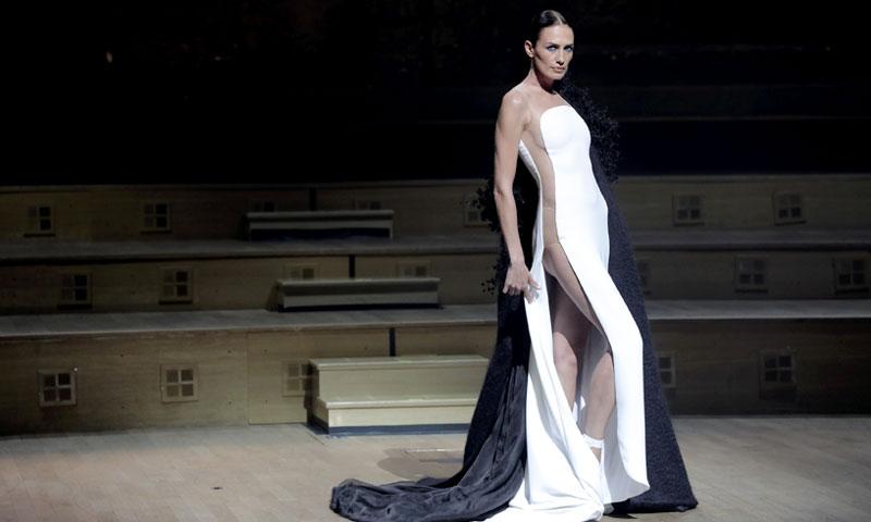 Hablemos del vestido más sexy de Nieves Álvarez en la Alta Costura