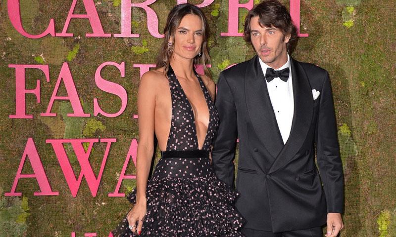 Alessandra Ambrosio y su novio, Nicolo Oddi, hacen oficial su relación