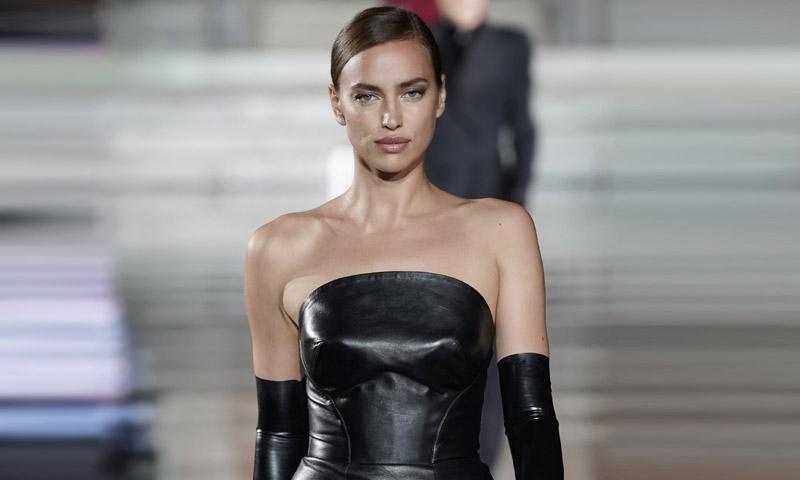 Una seductora Irina Shayk desfila por primera vez tras su ruptura