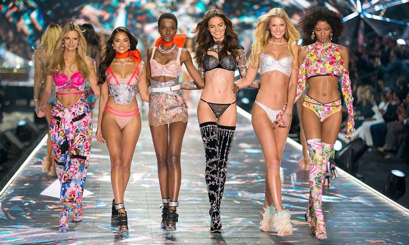 Una modelo Victoria's Secret enloquece a sus fans tras posar embarazada