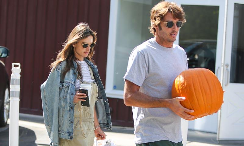 Alessandra Ambrosio se prepara con su novio para un Halloween muy especial