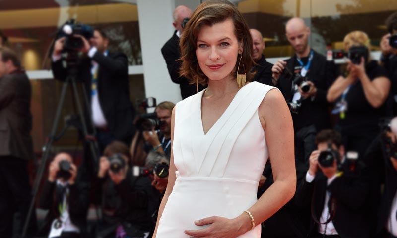 Milla Jovovich comparte su mensaje más emotivo en la recta final de su embarazo
