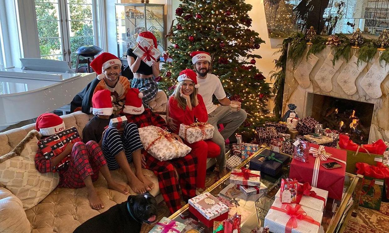 En familia, con sus parejas, junto a sus hijos... Doce posados navideños de supermodelo