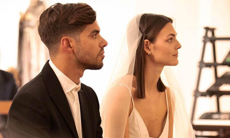 ¡Boda sorpresa! La 'top' Vittoria Ceretti se casa en Ibiza con un vestido de inspiración mediterránea