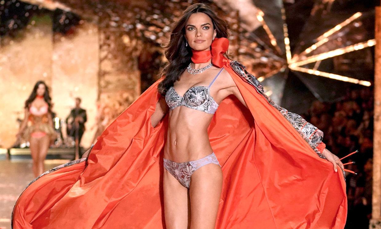 Barbara Fialho, la modelo de Victoria's Secret que escondía un notición en su último desfile