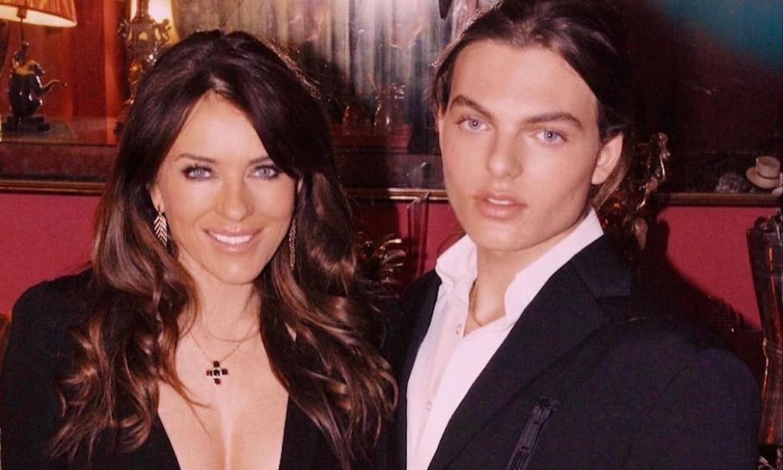 Elizabeth Hurley confunde a sus fans con una foto junto a su hijo