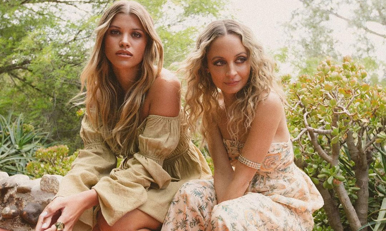 El posado sin precedentes de las hermanas Nicole y Sofia Richie ante un reto de moda