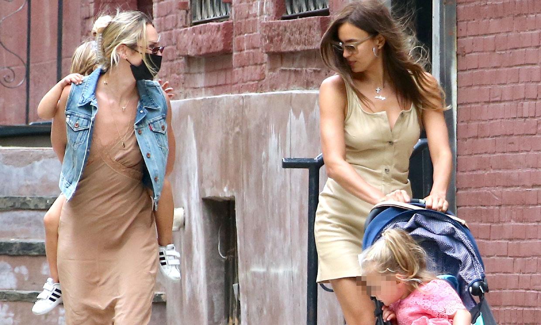 Irina y Candice, dos mamás muy coordinadas con diseños 'nude' y botas