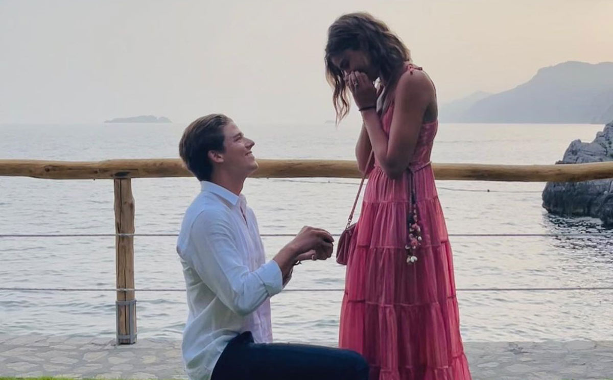 En la costa amalfitana y con un anillo de diamantes, así ha sido la pedida de mano de Taylor Hill