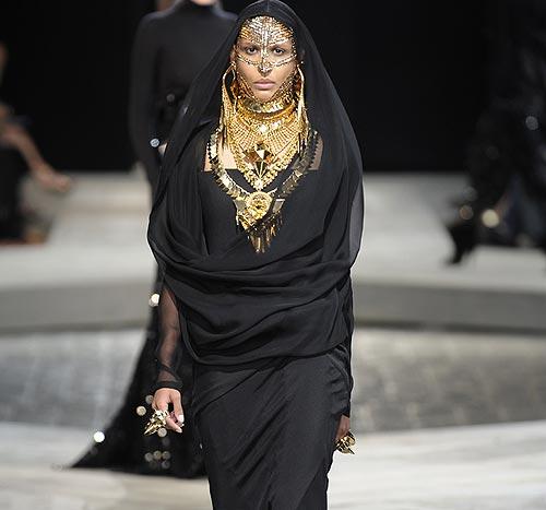Alta Costura otoño-invierno 2009-2010: Givenchy, aires del desierto