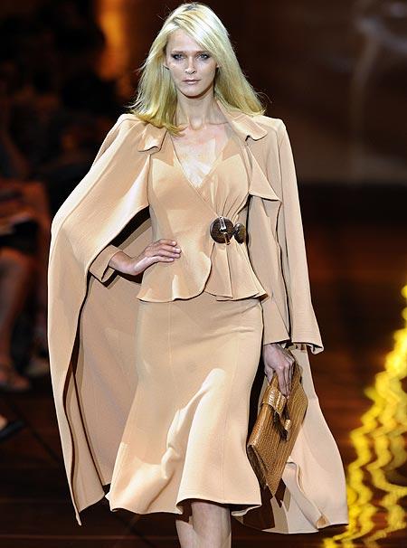 Giorgio Armani Privé, seducción 'nude' en la Alta Costura de París