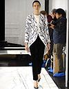 Debut en 'blanco, negro y gris' para Alexander Wang al frente de Balenciaga