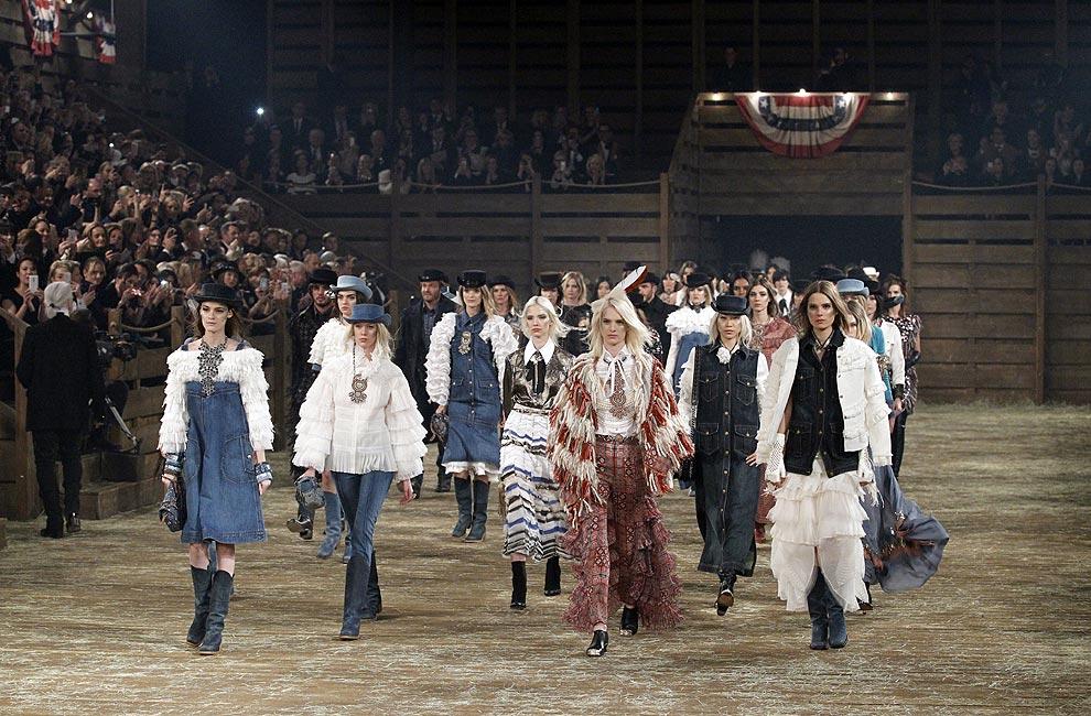El lado más 'country' de la casa Chanel llega a Dallas con su desfile 'Métiers d'Art' 2013/2014