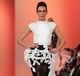 Nieves Álvarez y su elegancia triunfan en la Alta Costura de París