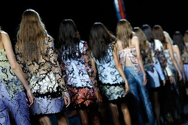 Será tendencia: Revisamos los mejores detalles que nos ha dejado la 'London Fashion Week'