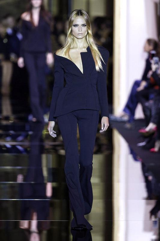 Atelier Versace nos traslada a los 'sixties' más exclusivos: así se ha inaugurado la Alta Costura