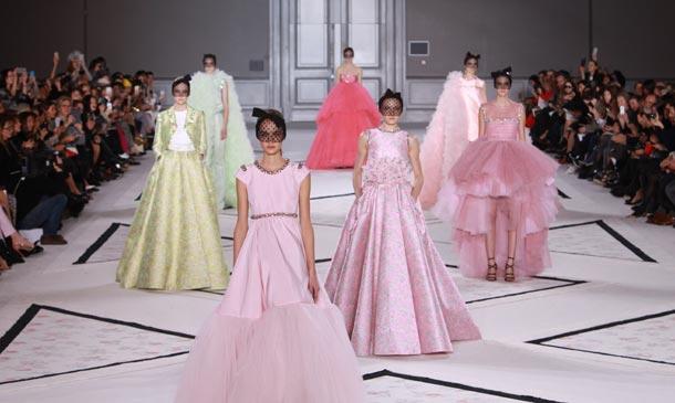 Alta Costura: Naomi Campbell en lencería, el jardín de Giambattista Valli y la majestuosidad de Alexis Mabille