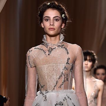 Valentino fusiona arte y moda en París para decirnos 'te quiero'