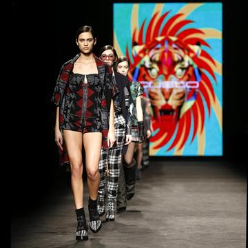 El desfile de Custo y el retorno de Miquel Suay a la moda masculina marcan la tercera jornada de 080 BCN Fashion