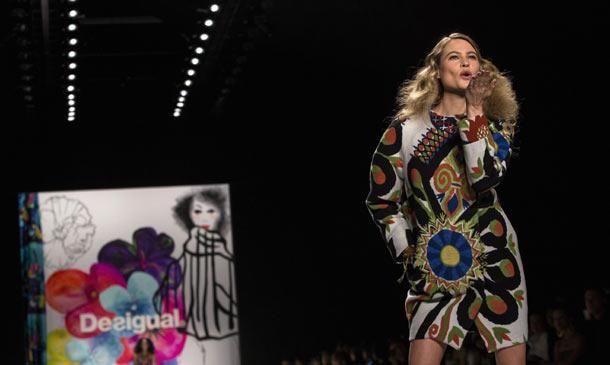 Behati Prinsloo sobre la pasarela y Katie Holmes en el 'front row', ¡esto es Fashion Week Nueva York!
