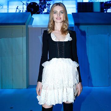 Natalia Vodianova apuesta por un ¿fancy dress? para inaugurar el calendario de fiestas y desfiles en París