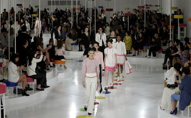 Chanel tiñe de colores Seúl con su colección 'Crucero 2015-2016'