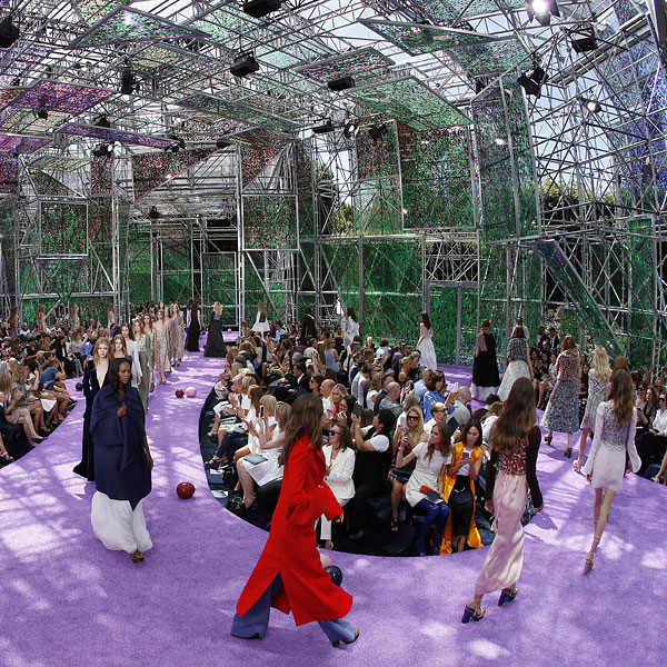 Dior: Asimetrías, superposiciones… y una curiosa anécdota en el 'front row'