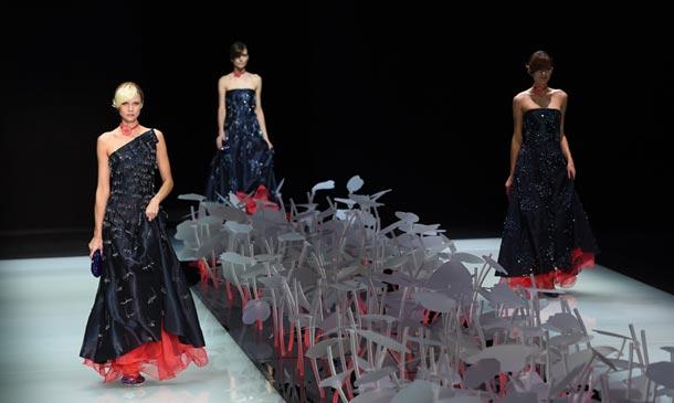 Fin de fiesta: Giorgio Armani y sus musas protagonizan el último día de Milán 'Fashion Week'