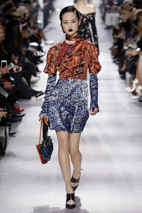 Estrellas en par s la improvisada alfombra roja de dior for Moda de otono 2017