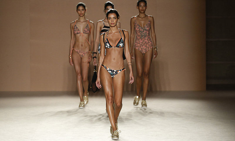 Destacados modelos internacionales nos presentan la moda... ¡del futuro!