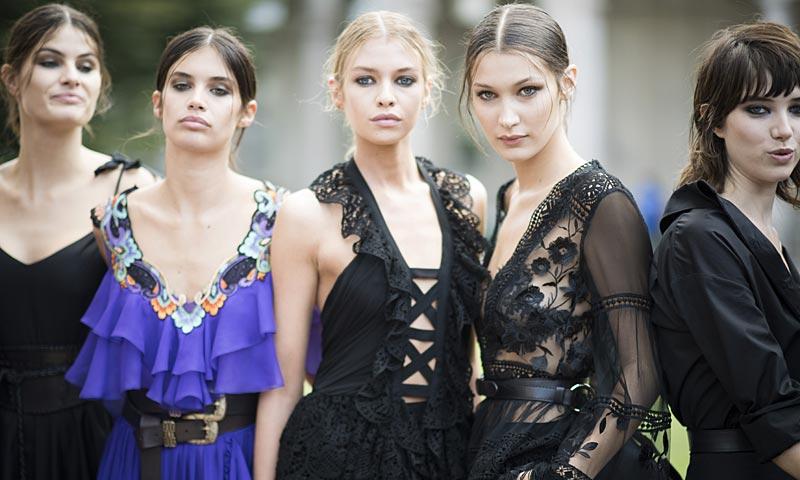 'Ciao, Milano!': Karolina Kurkova, Sara Sampaio, Isabeli Fontana, Paris Hilton... ¡a desfilar a Milán!
