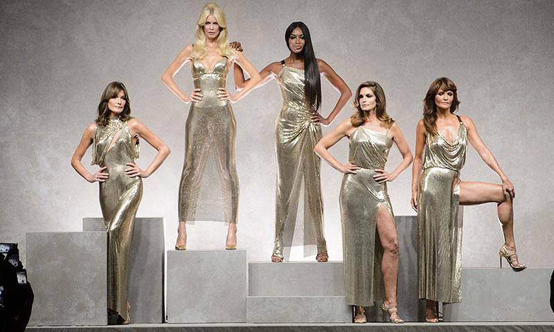 Carla Bruni, Claudia Schiffer... El inesperado retorno a las pasarelas de las supermodelos de los 90