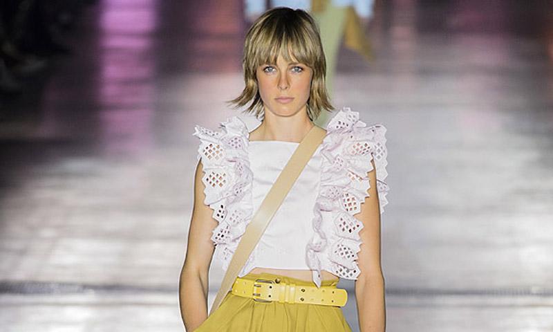 Las nuevas siluetas etéreas y urbanas de Alberta Ferretti en Milan Fashion Week