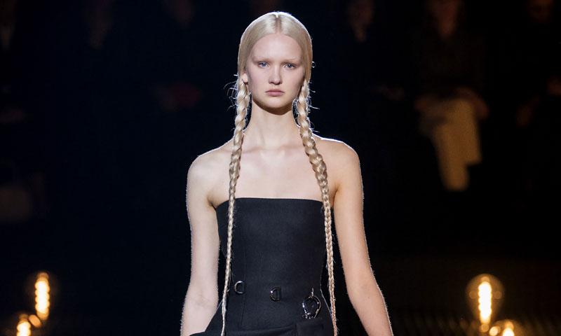 La colección más 'mostruosa' de Prada con el nuevo rostro de moda, Isa Peerdeman