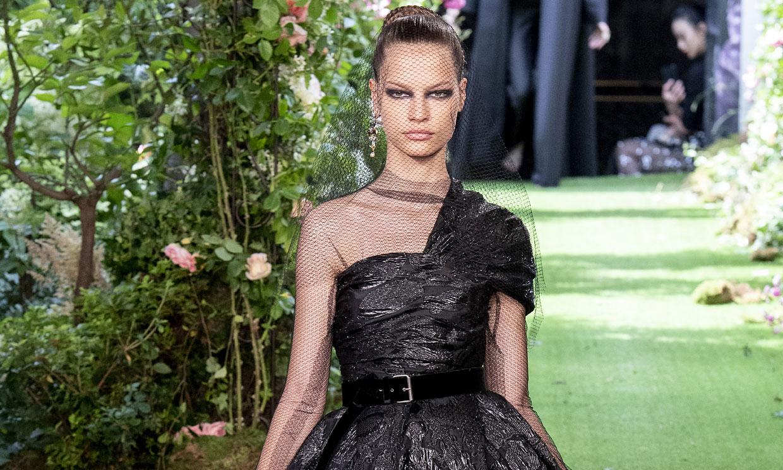 Todo al negro y mucho encaje: Dior presenta su colección más seductora