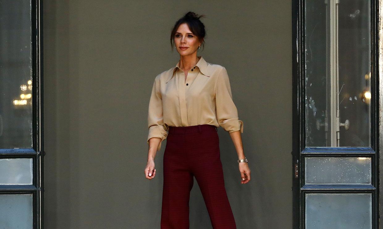 Victoria Beckham diseña la nueva feminidad con impecables trajes y vestidos de volantes