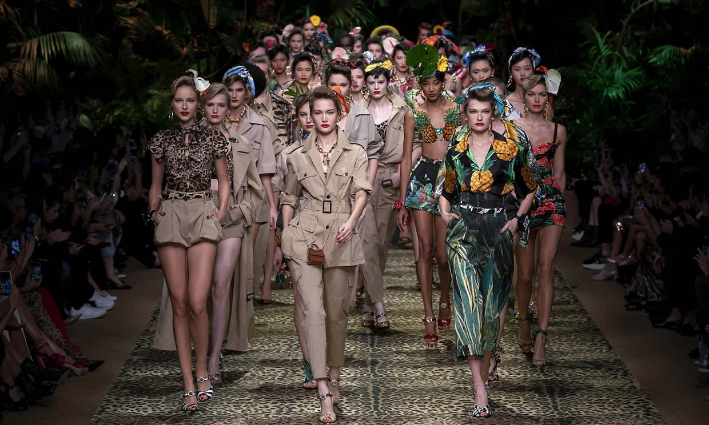 Frutas, vegetación y 'animal print': Dolce Gabbana presenta su colección más tropical