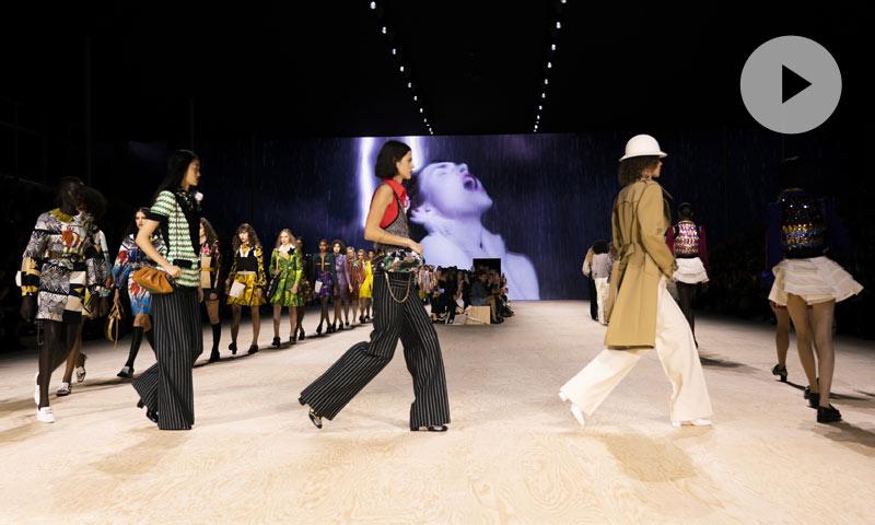 De la 'Belle Époque' a los años 70: revive el viaje en el tiempo del desfile de Louis Vuitton