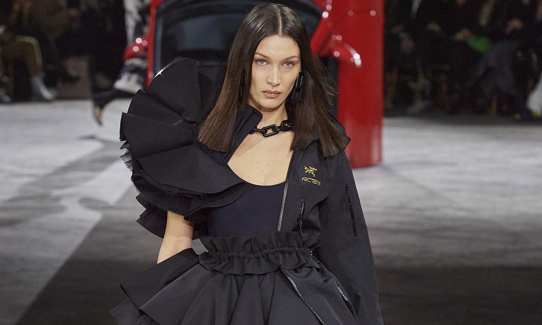 Off-White vuelve a revolucionar la Fashion Week con sus prendas 'imposibles'