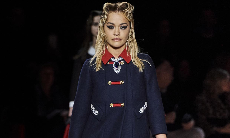 Rita Ora sigue los pasos de Miley Cyrus y debuta como modelo en Paris Fashion Week