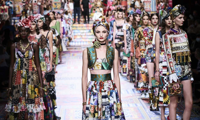 Dolce&Gabbana convierte los azulejos sicilianos en coloristas prendas de ensueño